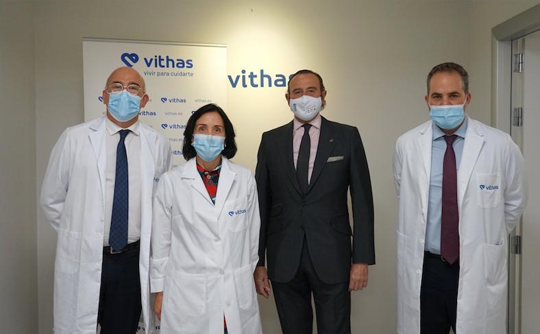 Foto de Los doctores José Gómez, Gerente de Vithas Madrid